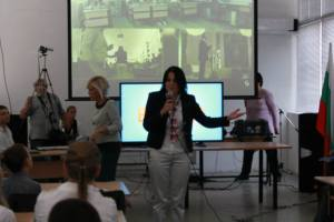 Presentation front eurocommissar Neelie Kroes, 137 School